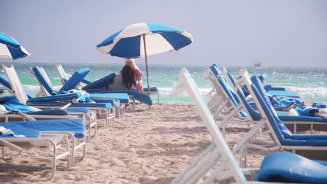 lounge chairs on miami beach, tracking shot - south beach stock videos & royalty-free footage
