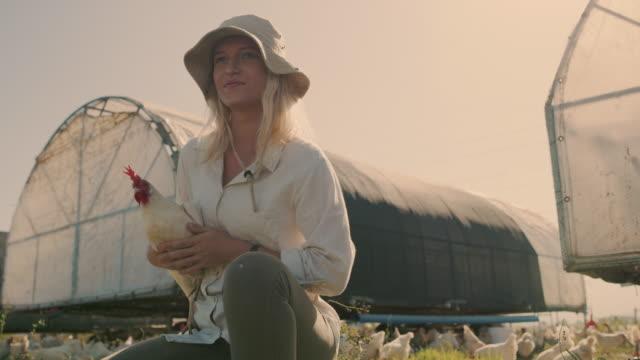 私は私の農場のすべての動物が大好きです - 家禽点の映像素材/bロール