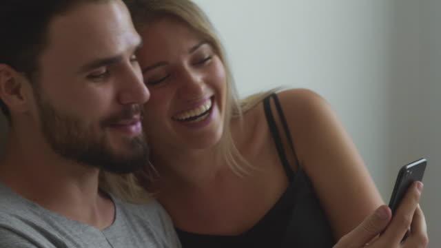 vídeos de stock, filmes e b-roll de conceitos do amor - boa notícia