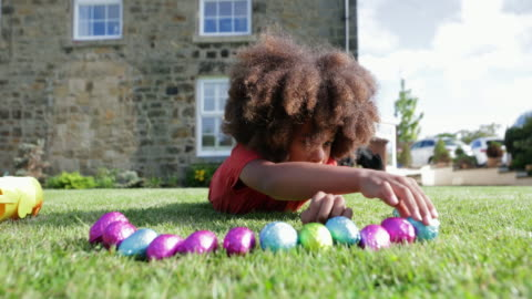 jag älskar påskägg! - helgaktivitet bildbanksvideor och videomaterial från bakom kulisserna