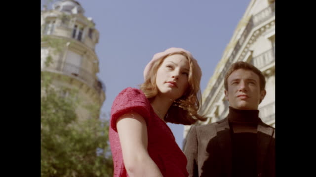 stockvideo's en b-roll-footage met love in paris - breedbeeldformaat