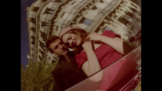 vídeos de stock, filmes e b-roll de love in paris - formato letterbox