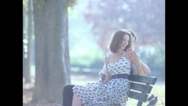 love in paris - breitwandformat stock-videos und b-roll-filmmaterial