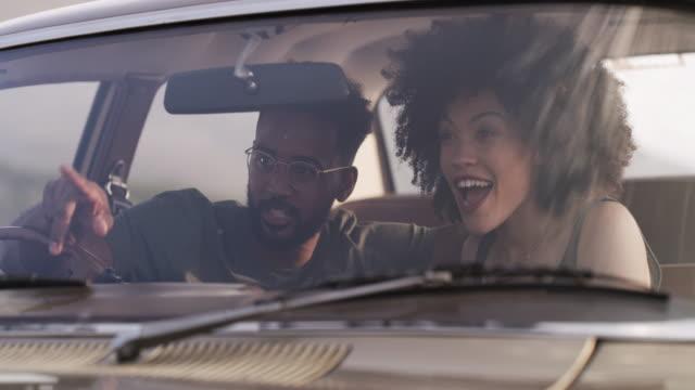 vídeos de stock, filmes e b-roll de o amor é uma grande aventura - atividades de fins de semana
