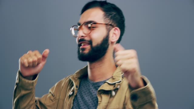 vídeos de stock, filmes e b-roll de adoro quando tocam a minha geléia! - povo indiano