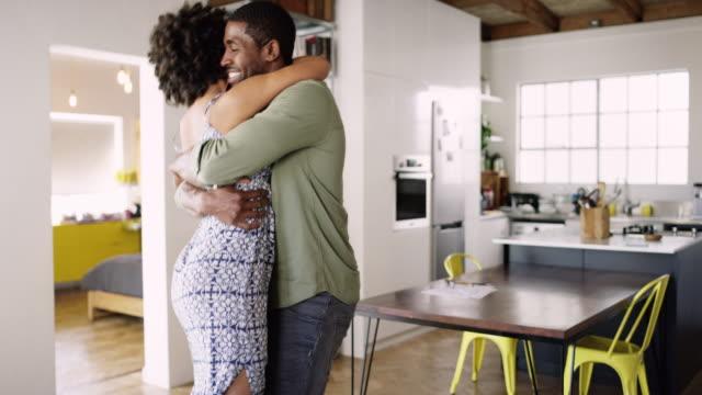 vídeos de stock, filmes e b-roll de amor mantém uma casa juntos - abraçar