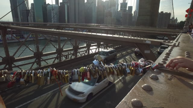 love locks on the brooklyn bridge in new york city - 幸運点の映像素材/bロール