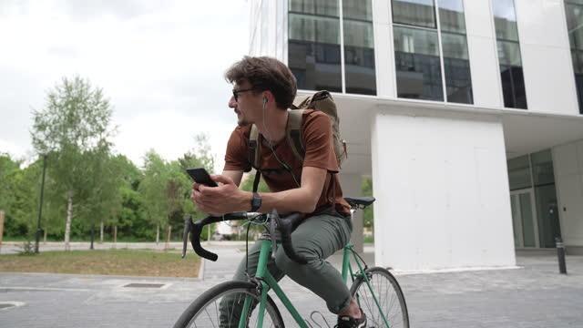 vídeos de stock e filmes b-roll de i love my bike - sérvia