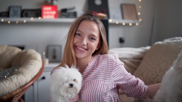vidéos et rushes de j'aime mes chiens! - satisfaction