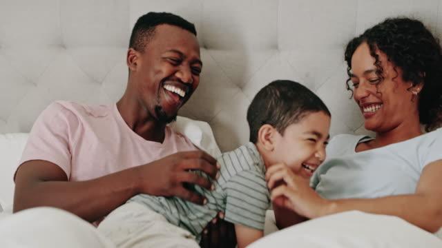 vidéos et rushes de j'aime ma petite famille - jeune famille