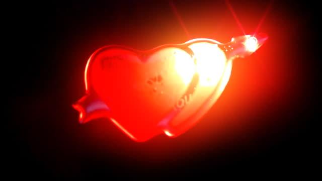 vídeos y material grabado en eventos de stock de love neon lights (centro) 1080 p bucle - señal de flecha