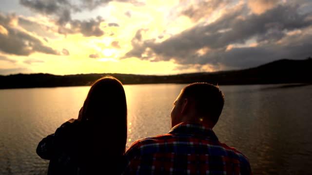 日没の愛 - リフレクション湖点の映像素材/bロール