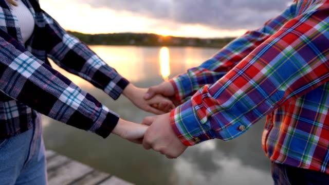 vídeos de stock e filmes b-roll de love on sunset - reflection