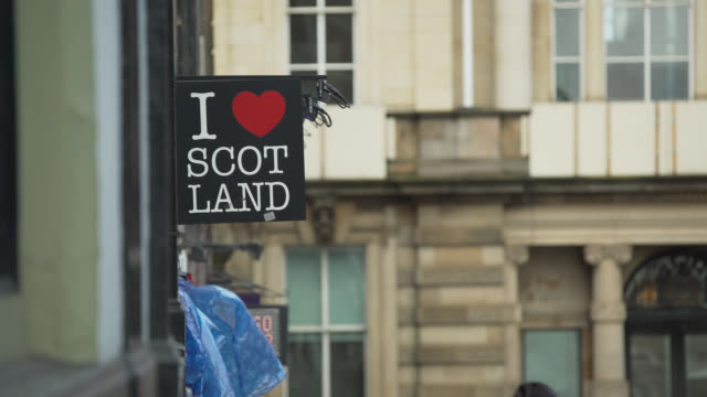 i love scotland shop sign, edinburgh - shop sign stock videos & royalty-free footage