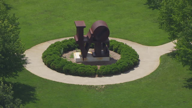 ws aerial pov love sculpture at indianapolis museum of art / indianapolis, marion county, indiana, united states - indiana stock videos & royalty-free footage