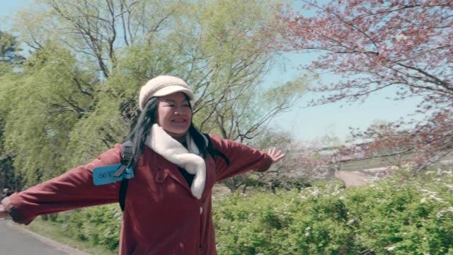 ich liebe es, nach japan zu gehen - aktiver senior stock-videos und b-roll-filmmaterial