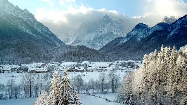 LD Lovely alpine valley in wintertime