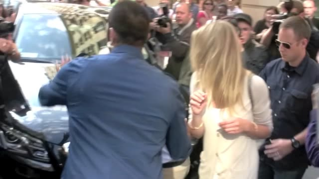 lovely cameron diaz shopping at hermès store on rue du faubourg sthonoré causes a mini riot while leaving the store before heading back to the plaza... - hermes designer label stock videos and b-roll footage