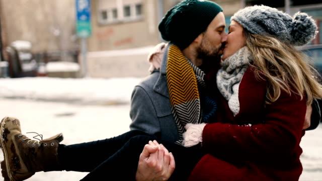 vídeos y material grabado en eventos de stock de precioso día de invierno - abrigo de invierno