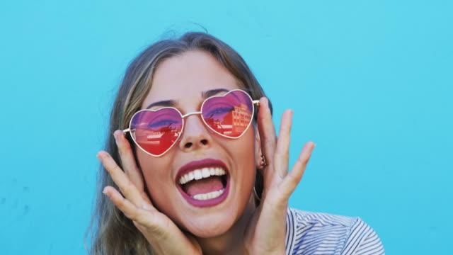 愛する心は美しい心 - sunglasses点の映像素材/bロール