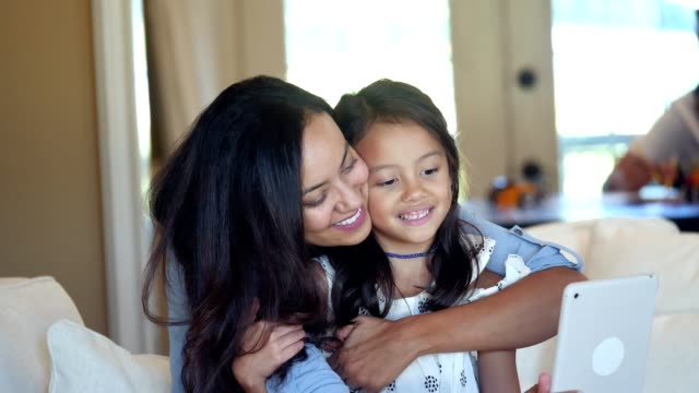 vídeos de stock e filmes b-roll de loving mid adult mom gives her daughter a big hug and squeeze - filha