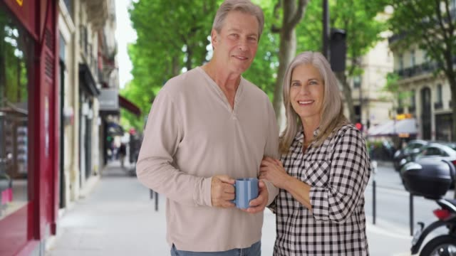 stockvideo's en b-roll-footage met loving old white couple stands happily on a london sidewalk - overige