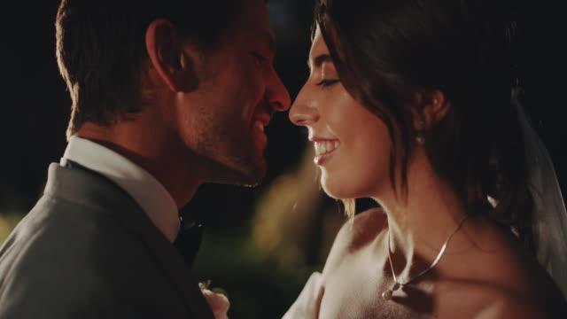 vidéos et rushes de t'aimer est la chose la plus facile à faire - le marié