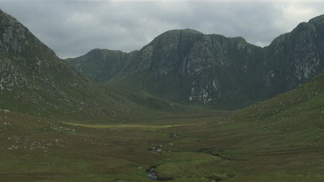low aerial over mountain with ravine in ireland - valley type stock videos & royalty-free footage