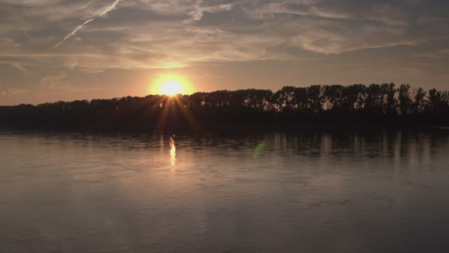 low aerial over water towards sunset - missouri stock videos & royalty-free footage