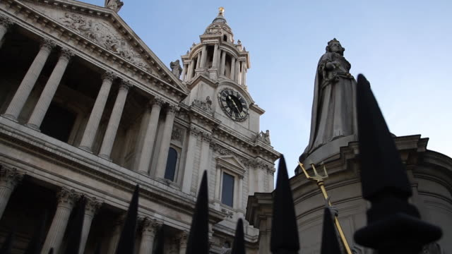 low angle camera view of st. paul's cathedral façade and statue of queen anne in london - st. paul's cathedral london stock videos & royalty-free footage