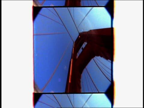 vídeos y material grabado en eventos de stock de low angle car point of view driving on golden gate bridge and looking up with film stock effect / san francisco, california - puente golden gate