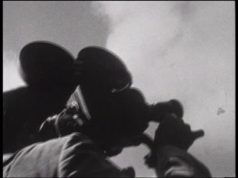 b/w 1964 low angle close up cameraman with camera on shoulder / san francisco - 1964年点の映像素材/bロール