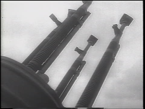 stockvideo's en b-roll-footage met b/w 1962 low angle close up large gun / cuba / cuban missile crisis / newsreel - 1962