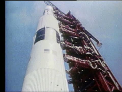vidéos et rushes de low angle close up of apollo 17 rocket on launch pad - 1972