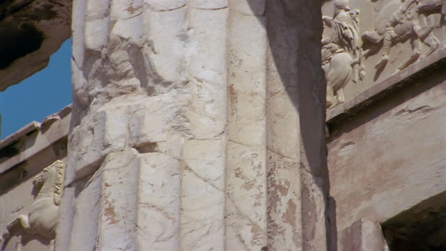 stockvideo's en b-roll-footage met low angle close up pan detail of inner west frieze on the parthenon / athens, greece - snijwerk
