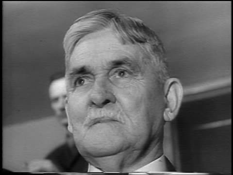 b/w 1935 low angle close up ransom gobetween condon at lindbergh kidnapping trial / flemington nj / newsreel - einzelner senior stock-videos und b-roll-filmmaterial