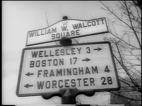 vidéos et rushes de b/w 1962 low angle close up sign for cities near boston / newsreel - plaque de rue