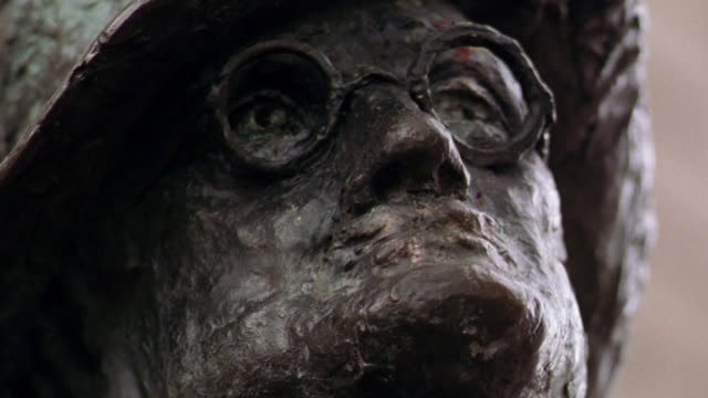 low angle close up statue of james joyce on grafton street / dublin, ireland - james joyce stock-videos und b-roll-filmmaterial