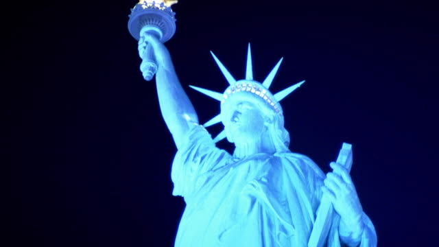 low angle close up statue of liberty at night / nyc - weibliche figur stock-videos und b-roll-filmmaterial
