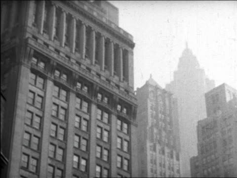 b/w 1945 low angle elevated train point of view of nyc buildings / educational - zugperspektive stock-videos und b-roll-filmmaterial