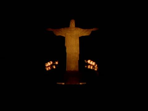 wa low angle, flood lit sculpture of jesus christ at night, rio de janeiro - リオデジャネイロ点の映像素材/bロール