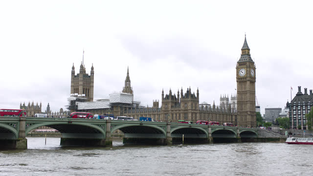 low angle from water over thames river & westminster bridge to parliament & big ben, london, england - uk politics stock videos & royalty-free footage