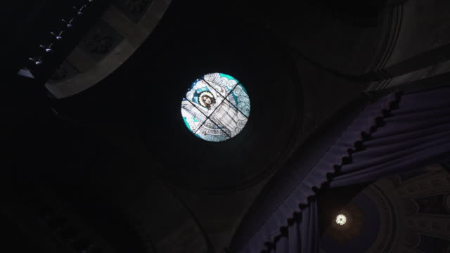 low angle handheld view: inside of frederik's church or marble church,  copenhagen city, denmark - religion stock videos & royalty-free footage
