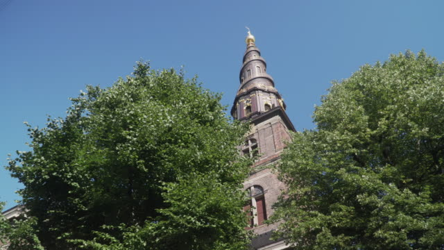 low angle handheld view: walking to see church of our saviour,  copenhagen city, denmark - copenhagen stock videos & royalty-free footage