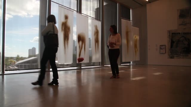 low angle long shot, visitors walk through a gallery during the opening day of the pérez art museum miami on december 4, 2013 in miami, florida. the... - biscayne bay stock-videos und b-roll-filmmaterial
