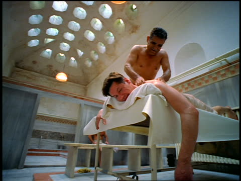 vidéos et rushes de low angle man lying on table getting massage from another man in turkish bath / istanbul, turkey - se faire dorloter