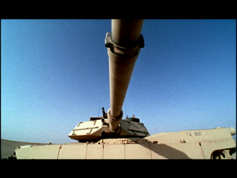 low angle medium dolly shot underneath turret of m1 abrams tank/ kuwait - tank stock videos & royalty-free footage