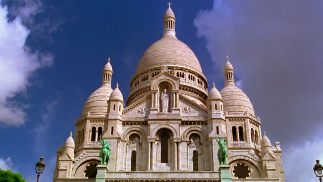 low angle medium shot sacre coeur church in montmartre / paris - basilique du sacre coeur montmartre stock videos & royalty-free footage