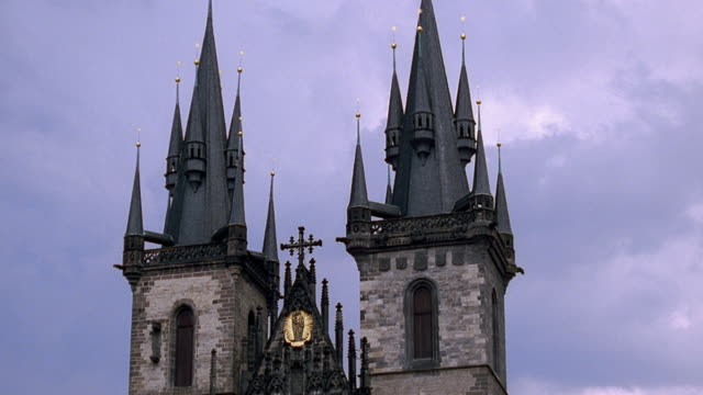low angle medium shot spires of tyn church / prague, czech republic - altstädter ring stock-videos und b-roll-filmmaterial