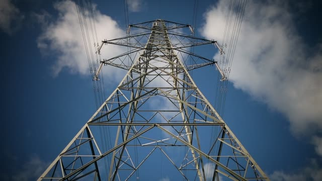 low angle mid shot, electricity pylon. a general view of the wylfa nuclear power station on october 23, 2013 in tregele, anglesey, united kingdom.... - hochspannungsmast stock-videos und b-roll-filmmaterial